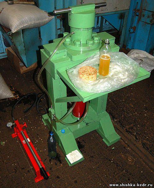 Пресс для отжима масла из ядра кедрового орех ПОМ-0.1.  Дата: 27.12.2011 Теги: Добавил: VGORAH.
